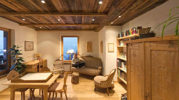 ferienwohnungen und zimmer auf dem bauernhof in s dtirol roter hahn. Black Bedroom Furniture Sets. Home Design Ideas