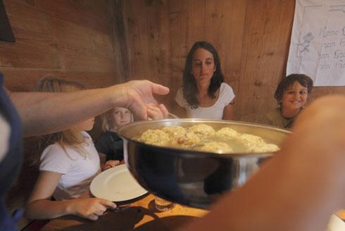 Speckknödelsuppe - Traditionelles Rezept aus Südtirol